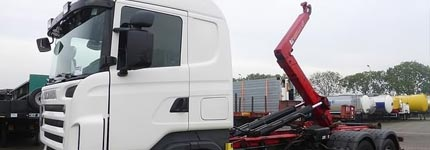 Large quantity well priced hooklift trucks online